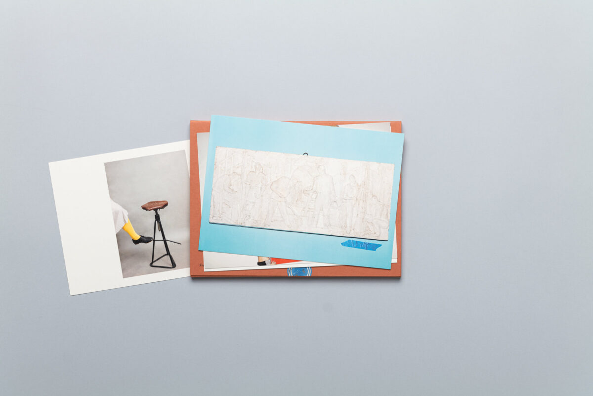 Rozłożony photobook Agnieszki Rayss Z zapisków kolekcjonera