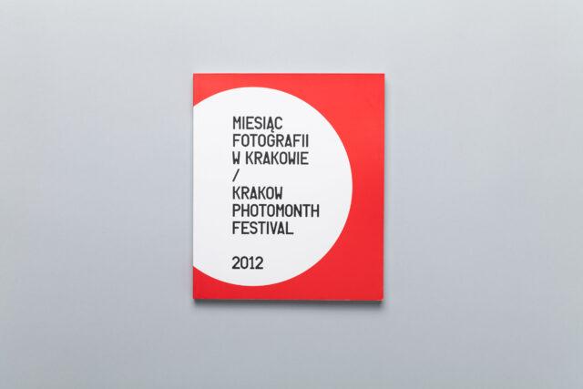 Okładka katalogu Miesiąc Fotografii w Krakowie 2012