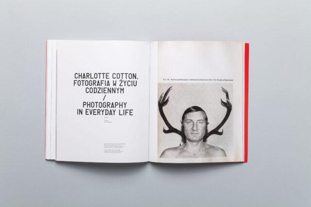 Rozkładówka katalogu Miesiąc Fotografii w Krakowie 2012