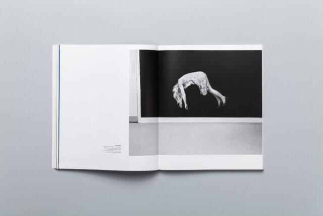 Rozkładówka katalogu Miesiąc Fotografii w Krakowie 2014