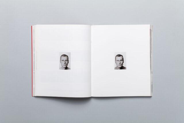Rozkładówka katalogu Miesiąc Fotografii w Krakowie Maj 2009