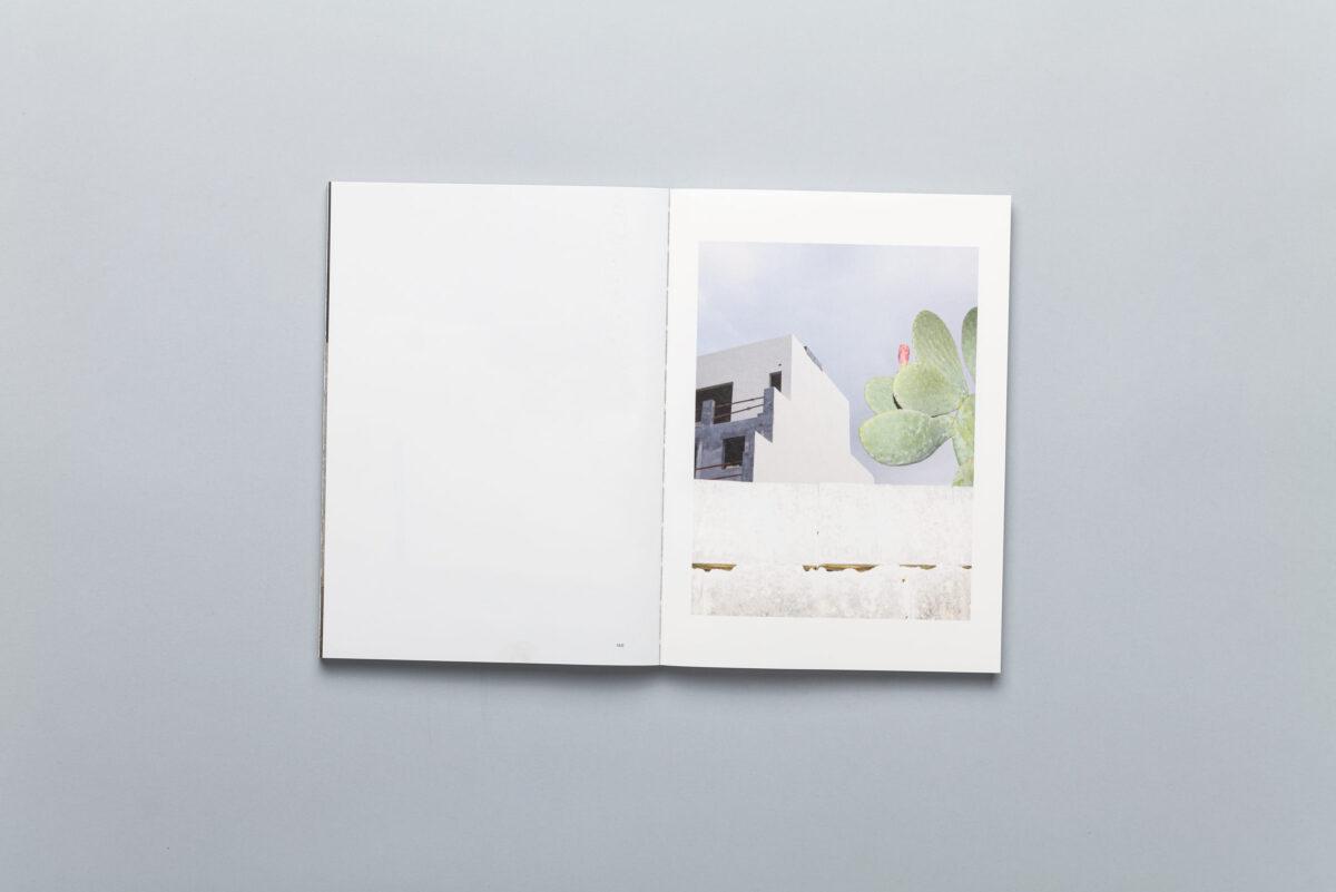 Rozkładówka albumu NO.9 Sputnik Photos Mentoring Programme