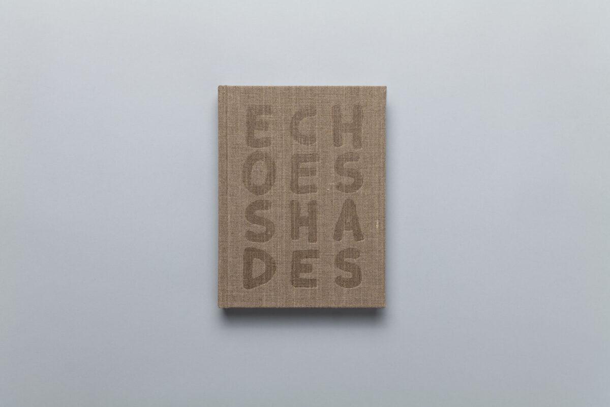 Okładka photobooka Piotra Zbierskiego Echoes Shades