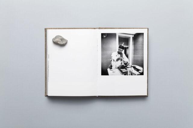 Rozkładówka z photobooka Piotra Zbierskiego Echoes Shades