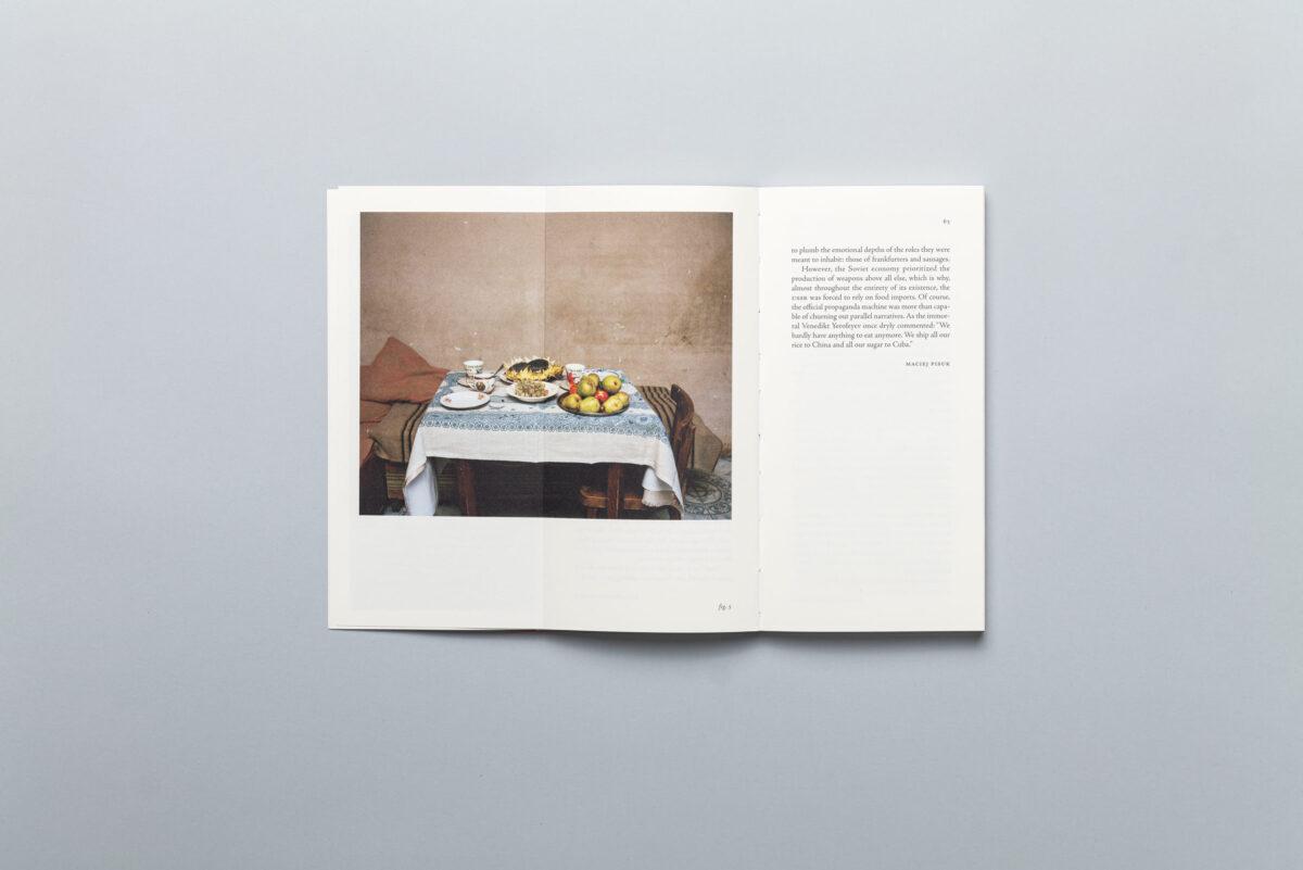Rozkładówka książki Sputnik Photos Lost Territories Word Book