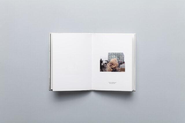 Rozkładówka z photobooka Wojciecha Mecwaldowskiego