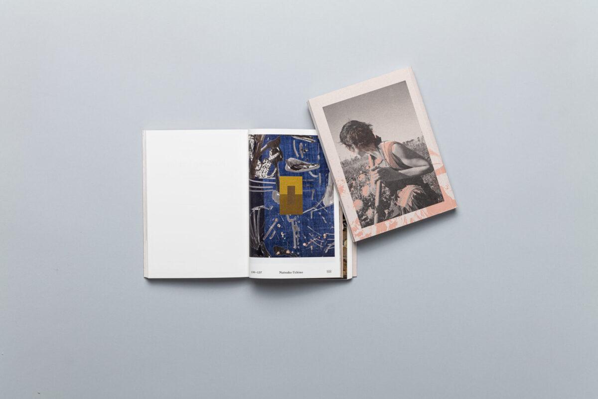 Rozkładówka książki Znaki na niebie i ziemi